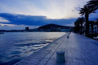 Uferpromenade zum Sonnenuntergang