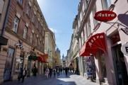 Einkaufsstraße mit Geschäften