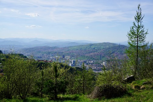 Im April ist das Umland Sarajevos grün