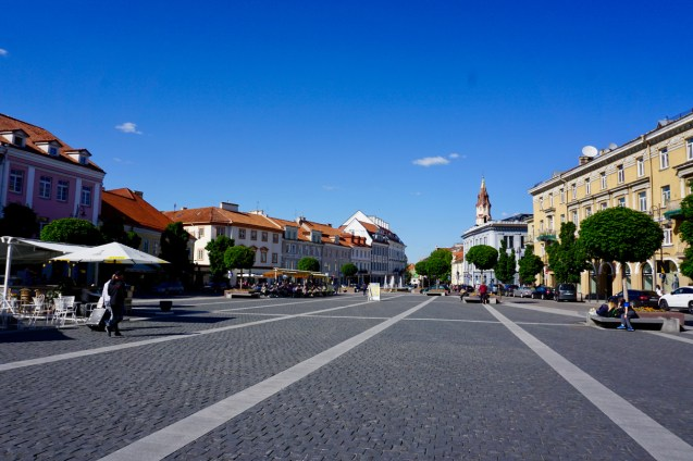 Rathausplatz bei Sonnenschein