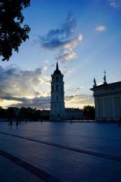 Glockenturm und Vorplatz