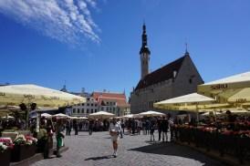 Restaurants und Verkaufsstände auf Marktplatz