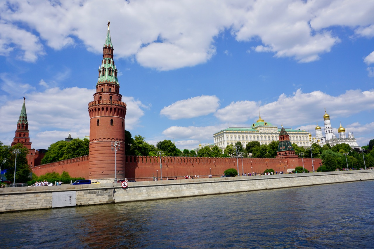 Blick vom Fluss auf den Kreml