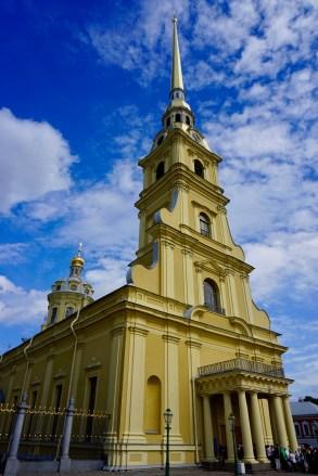 Gelbfarbene Kathedrale in St. Petersburg