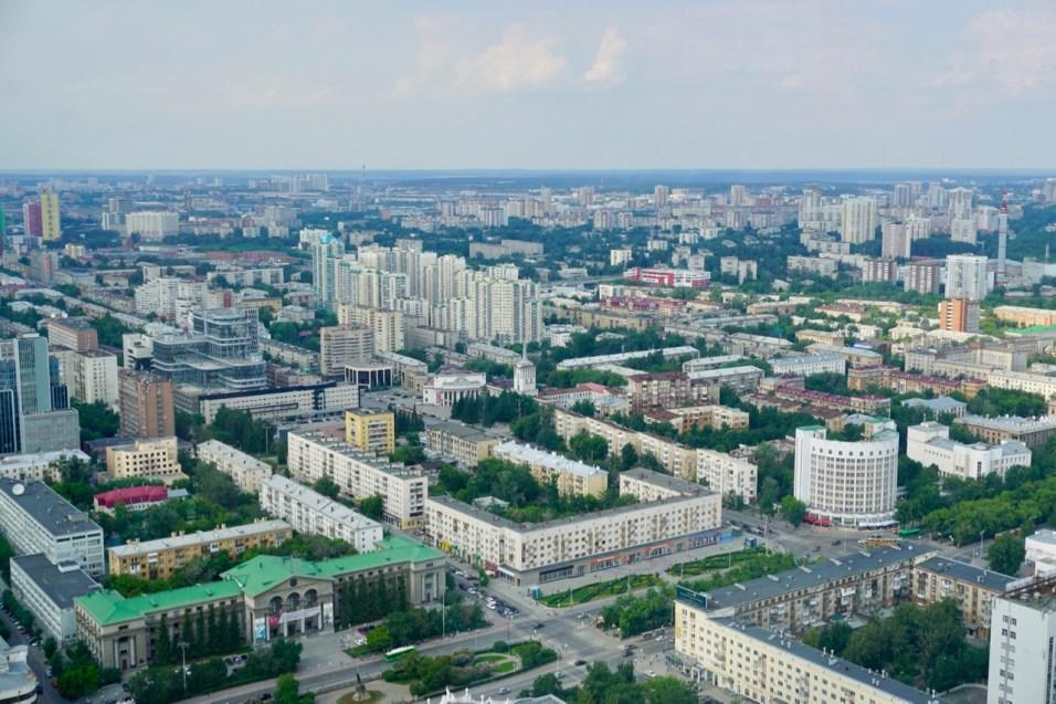 Ausblick auf Stadt und Hochhäuser