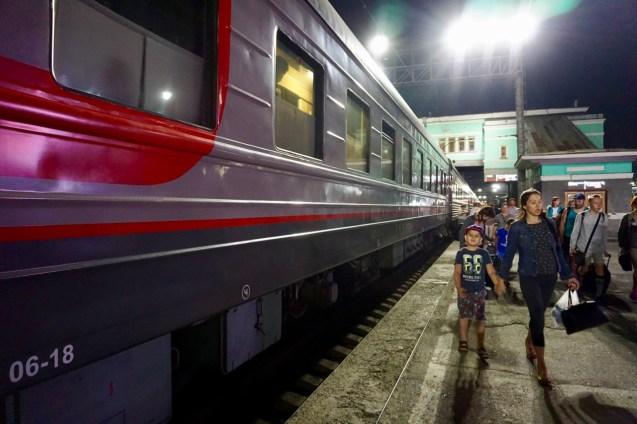Viele Russen fahren Zug
