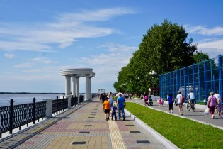 Amur-Fluss mit Promenade