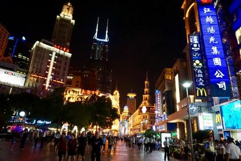Nanjing Road mit Beleuchtung