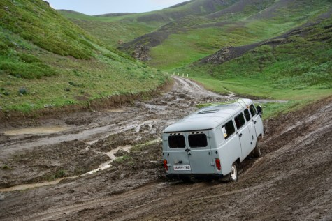 Schlechte Straße in der Gobi