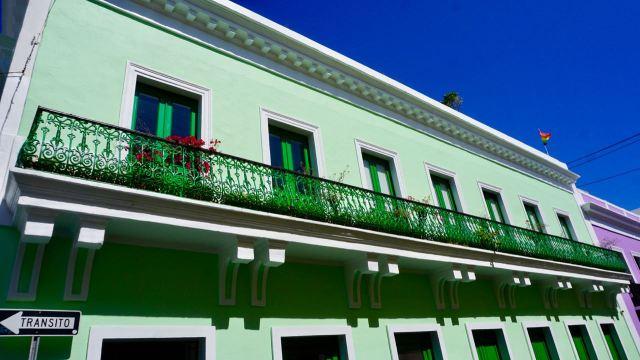 Grüne Hausfassade in San Juan