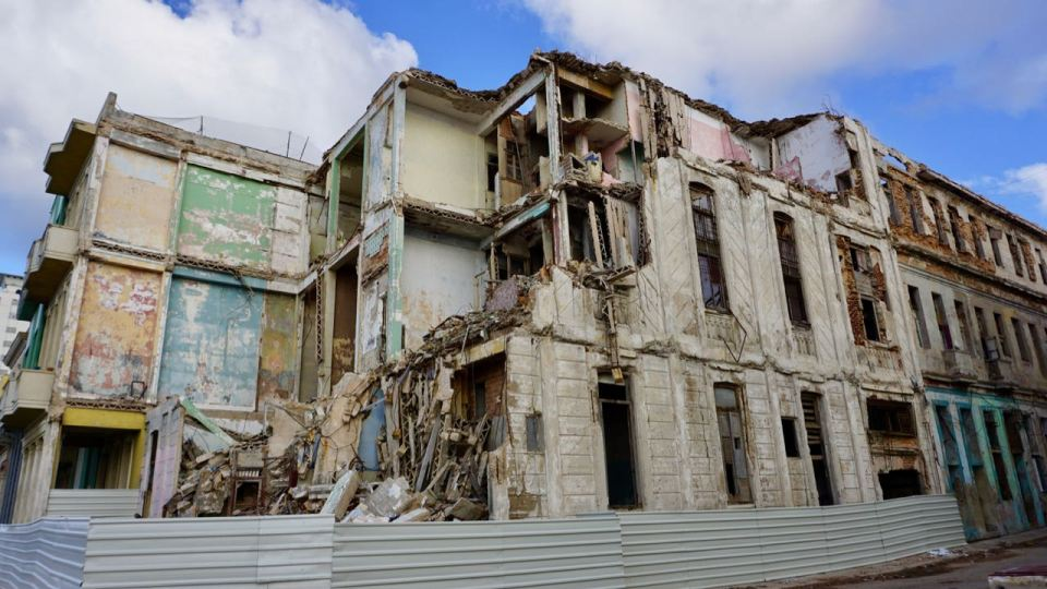 Leerstehend, eingestürztes Haus