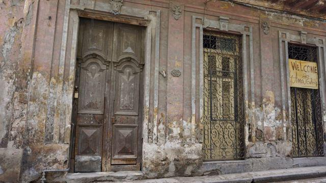 Hauseingänge in Havanna