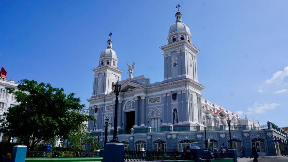 Kathedrale in hellblau