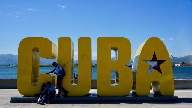 Cuba-Schriftzug in Santiago