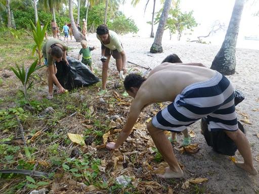 13-03-02_san-blas-islands-panama_clean-up.JPG