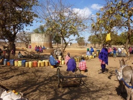 2011-07_tanzania_loiborsoit_waiting-for-water.JPG