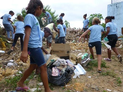 2012-10-04_brazil_itaparica_clean-up-4.JPG