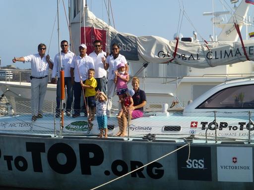 2013-02-22_columbia_marina-santa-marta_staff.JPG
