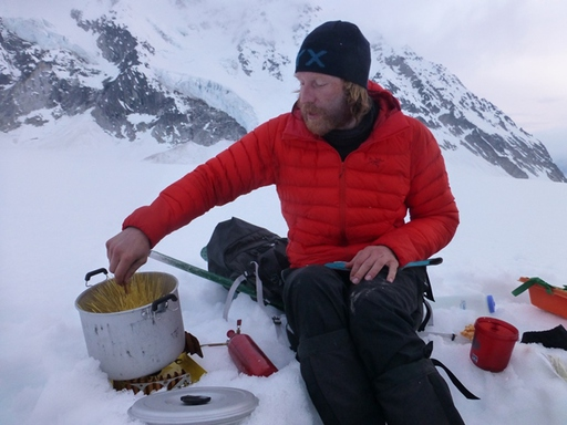 2014-05-25_usa_alaska_denali_sea2top2sea_odin-cooking.JPG
