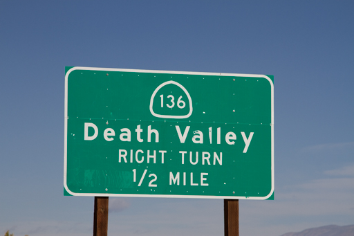 2014-11-13_usa-california_death-valley-road-distance-sign.jpg