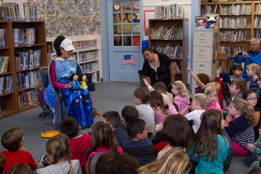 2015-02-19-california-santa-cruz_valentia-elementary-school-muppet-show.jpg