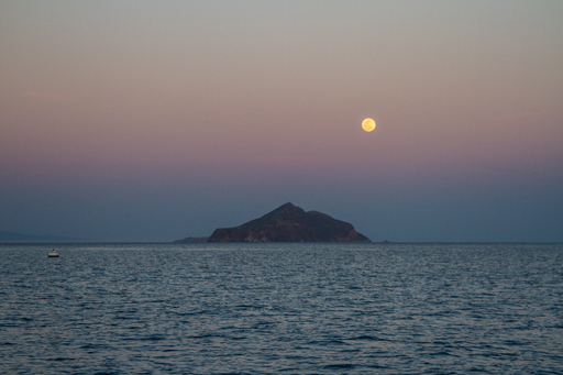 2015-04-03_usa-california_santa-cruz-island-moon-rise.jpg