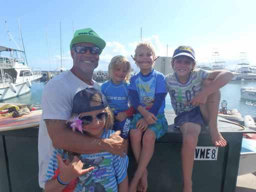 2016-05-20_usa-maui_Bully-teaches-kids-to-surf.jpg