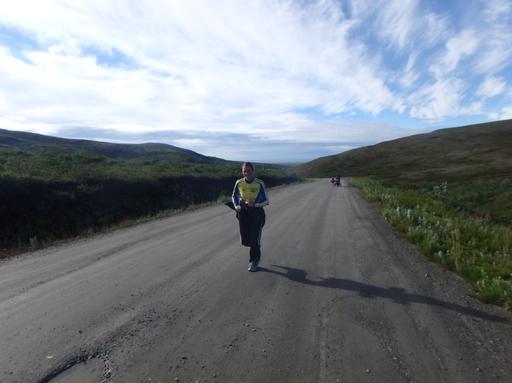 2016-07-30_usa-alaska-nome_cornelia-running.jpg