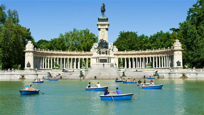 Paddle boats in a park in Madrid