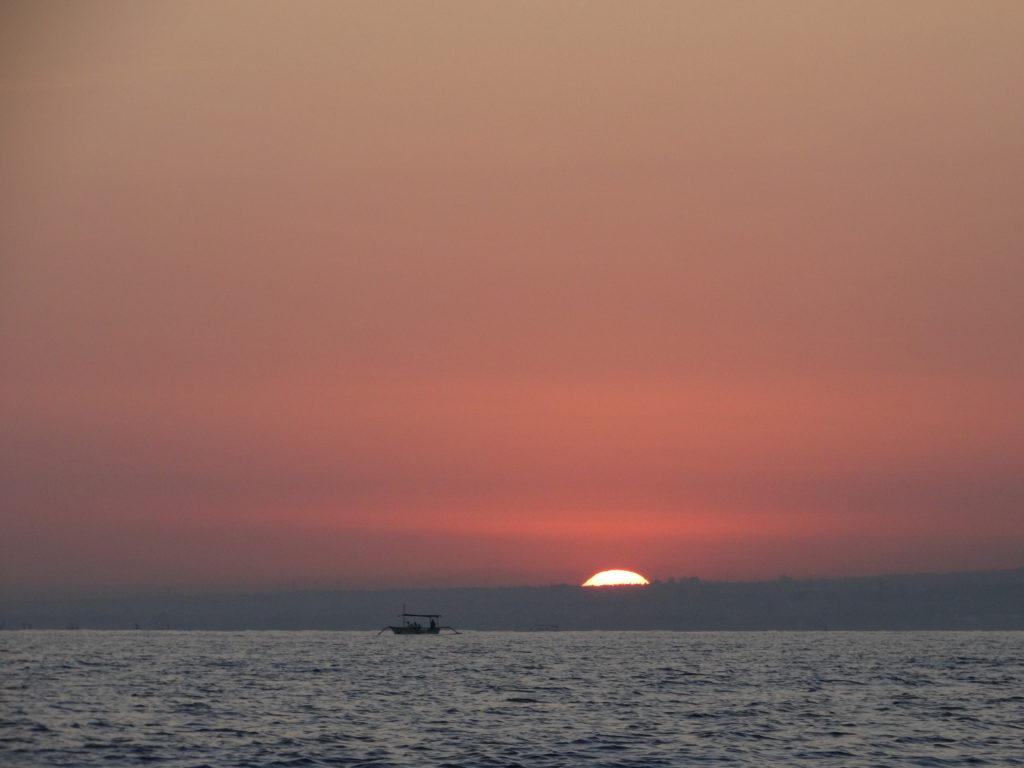 Lever du jour Lovina Beach