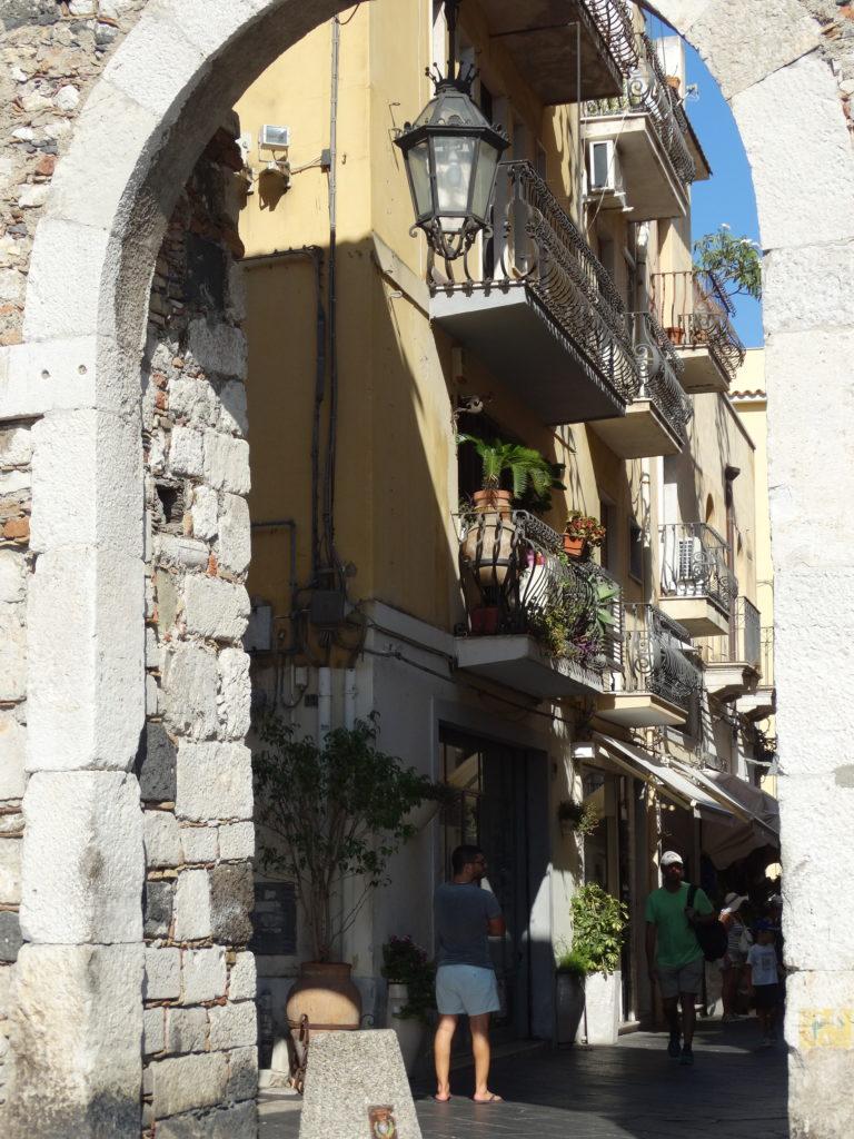Porte dans les rues piétonnes