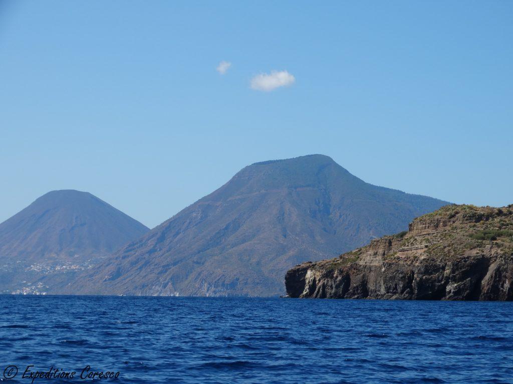 Salina et ses volcans jumeaux