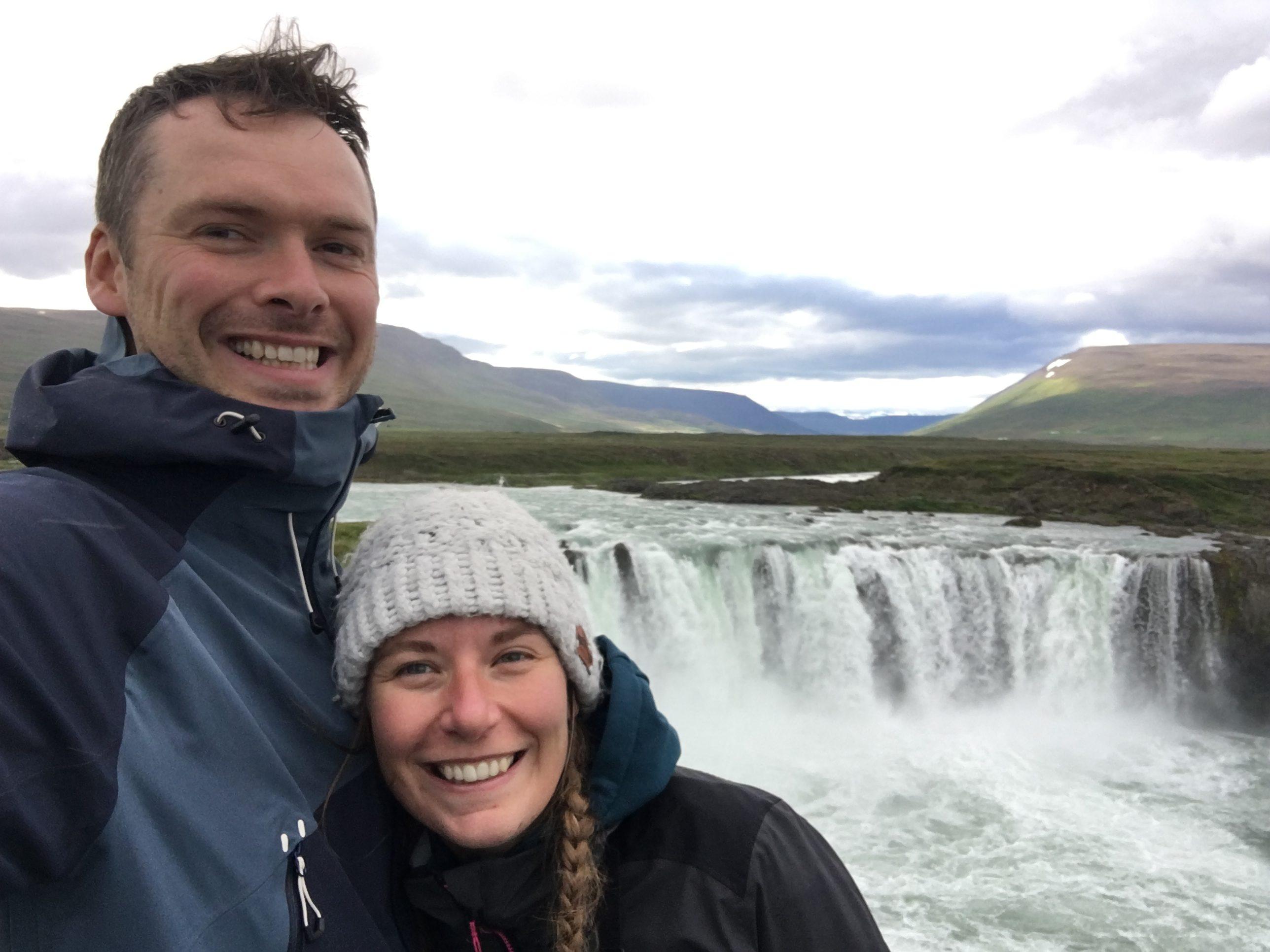 Selfie devant la belle chute de Godafoss, Islande