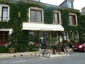Auberge du Center, a perfect place to stay in Chitenay