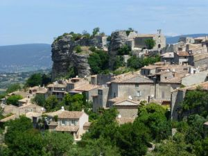 My first view of Oppede-le-Vieux by bike