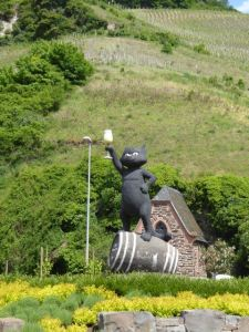Schwattze Katz sculpture at the entrance to the town of Zell