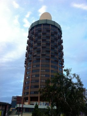 """Our home for the first 2 nights (Holiday Inn or as the taxi driver called it: """"Townsville's Willy"""")"""