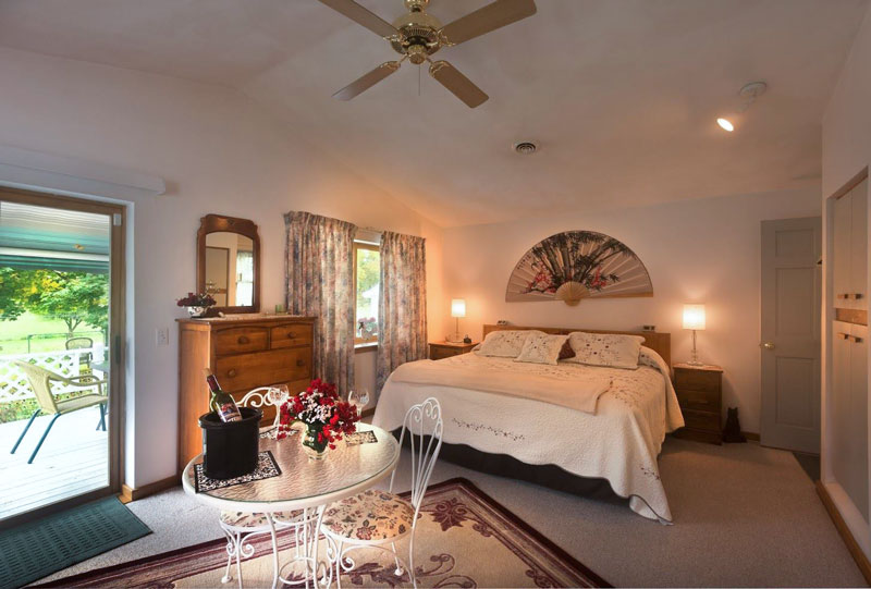 A-Slice-of-Home-Bed-&-Breakfast-Spencer-Tioga-Bedroom-2