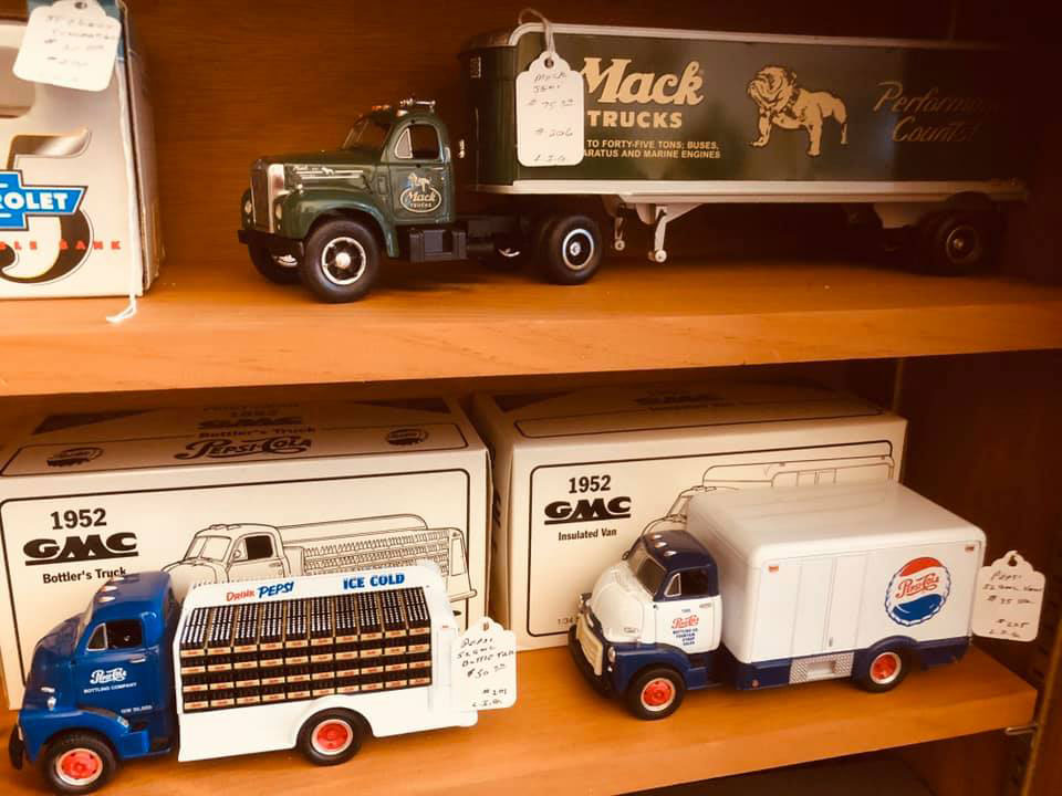 Crooked-River-Co-Op-Antiques-Trucks