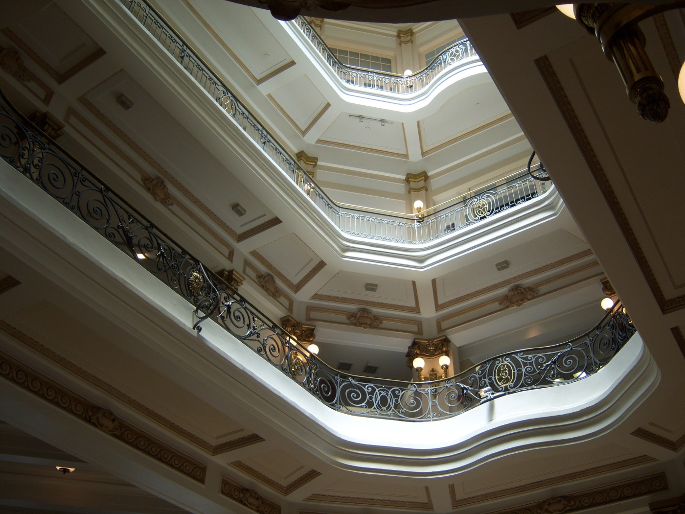 san-pablo--edificio-interior-skylight-251618.jpg