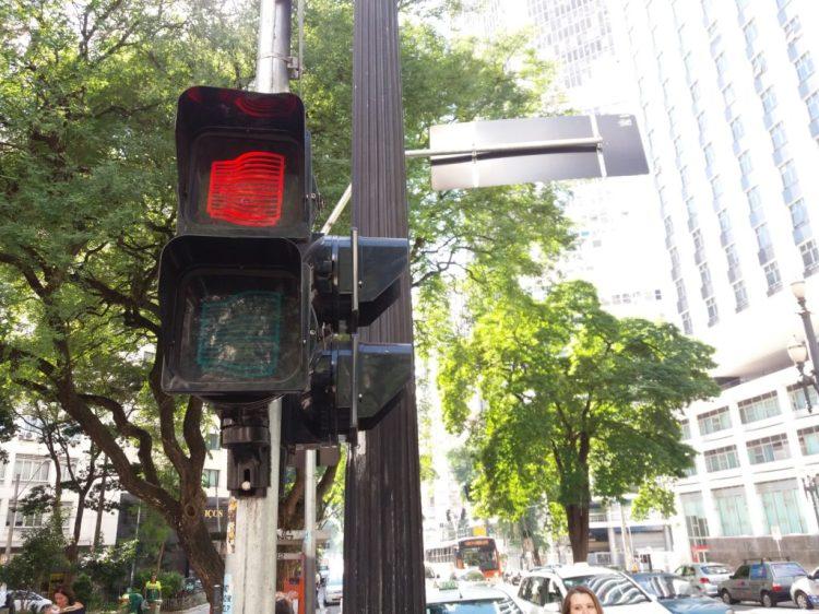 Copanzinho no semáforo próximo ao edifício Foto: ExperiMenteSP