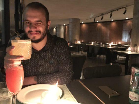 felipe-aphotecary-cachaca-branca-limao-taiti-xarope-mel-gengibre-spray-whiskey-ardberg-riviera-bar-restaurante