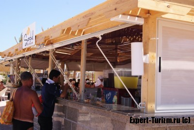 Бар на пляже Hilton Plaza 5*, Хургада, Египет