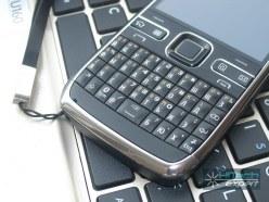 Nokia E72: QWERTY-клавиатура и сенсорная кнопка управления