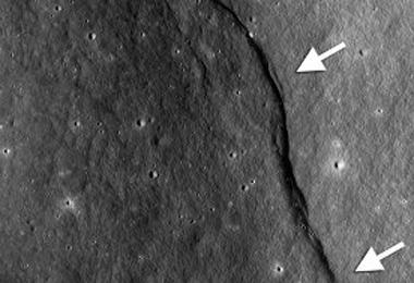 Зонд LRO зафиксировал следы сжатия Луны