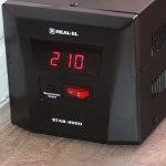 REAL-EL STAB-2000 – недорогой стабилизатор для защиты бытовой техники