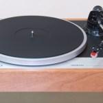 Новый проигрыватель виниловых пластинок с ретро-дизайном — Onkyo CP-1050