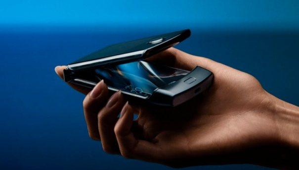 Раскладушка Motorola razr возвращается уже с двумя экранами