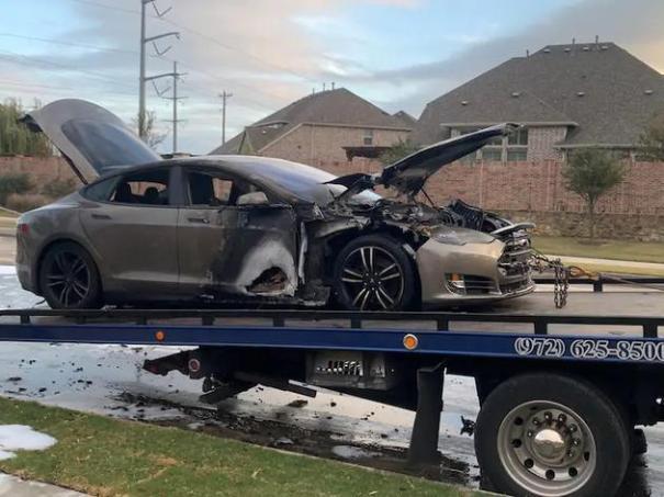 Tesla Model S сгорела