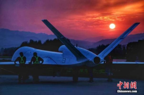 китайский беспилотник WJ-700